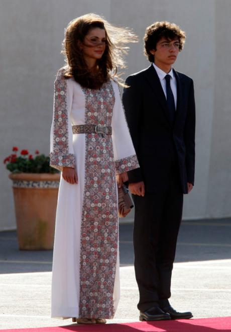 15 Stunning Looks Inspired By Queen Rania For Brides Who Wear Hijab