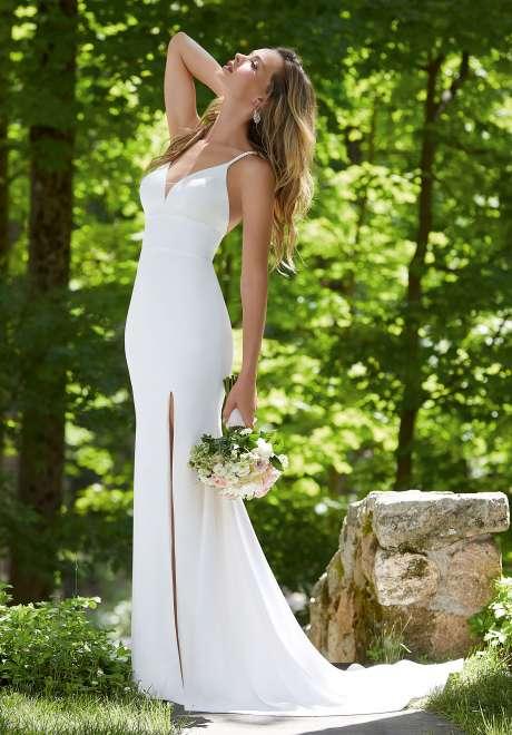 """مجموعة فساتين زفاف """"ذا أوذر وايت دريس"""" من موريلي"""