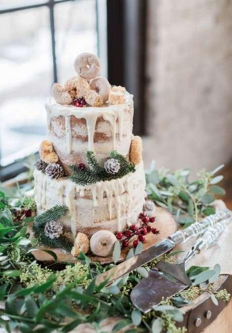 Lovely Christmas Inspired Wedding Cakes
