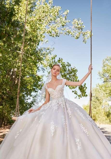 فساتين زفاف إيلي صعب لخريف 2021
