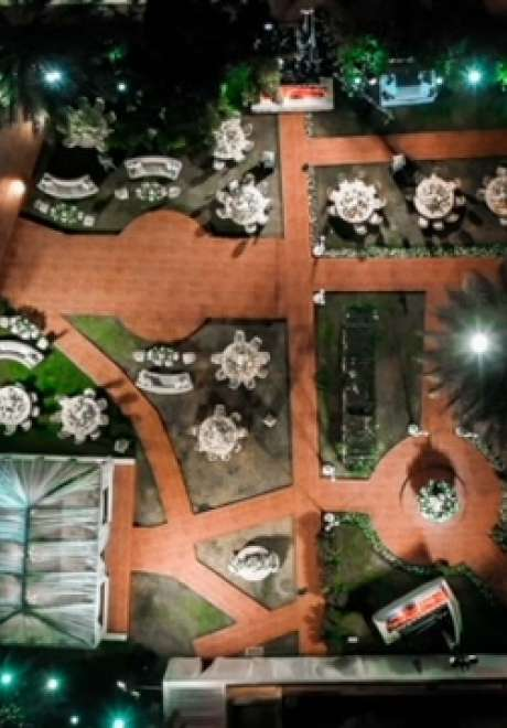 حفل زفاف فاخر في الهواء الطلق في قطر