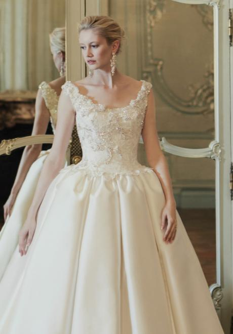 Phillipa Lepley's Breathtaking Couture Wedding Dresses