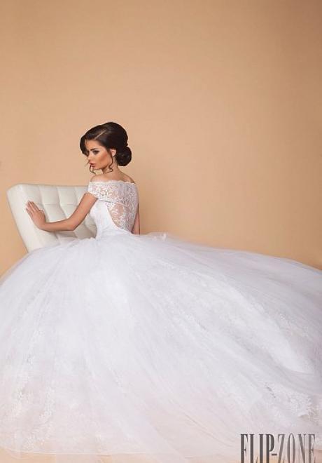 مجموعة طوني شعيا الساحرة لفساتين الزفاف لعام 2015