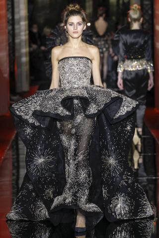 Zuhair murad spring 2017 haute couture collection arabia for Haute couture requirements