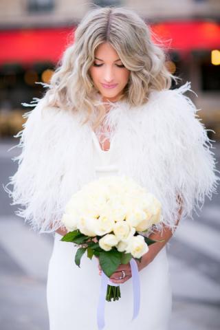 الريش يسيطر على موضة فساتين الزفاف لهذا الموسم