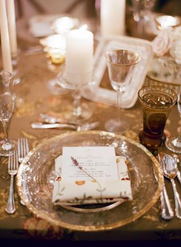 حفل زفاف أنيق بثيم العالم القديم