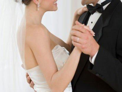 6 Tips to Help You Choose Your Wedding DJ