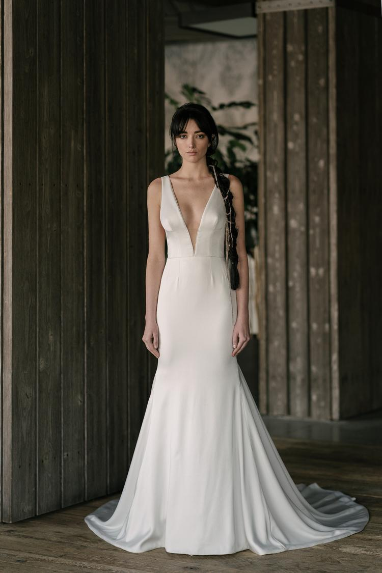 Stunning 2019 Wedding Dresses with Plunging Necklines