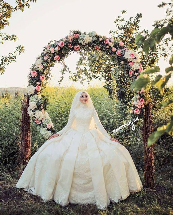 Most Popular Bridal Entrance Songs: Latest Hijab Wedding Dresses 2018