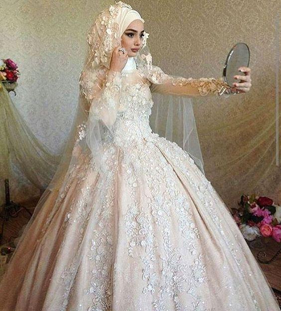 f7ac2ea40 فساتين افراح محجبات لحفلات الزفاف في فصل الشتاء | موقع العروس