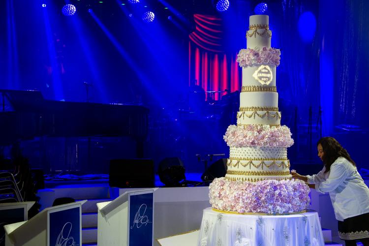 Top 10 Wedding Cake Trends for 2019 by Elizabeth Solaru