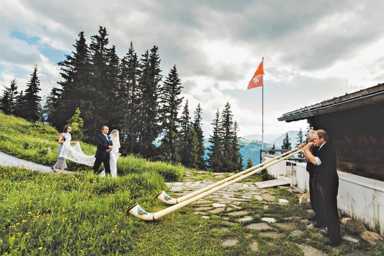أهم الأسباب للإحتفال بزفافك في سويسرا