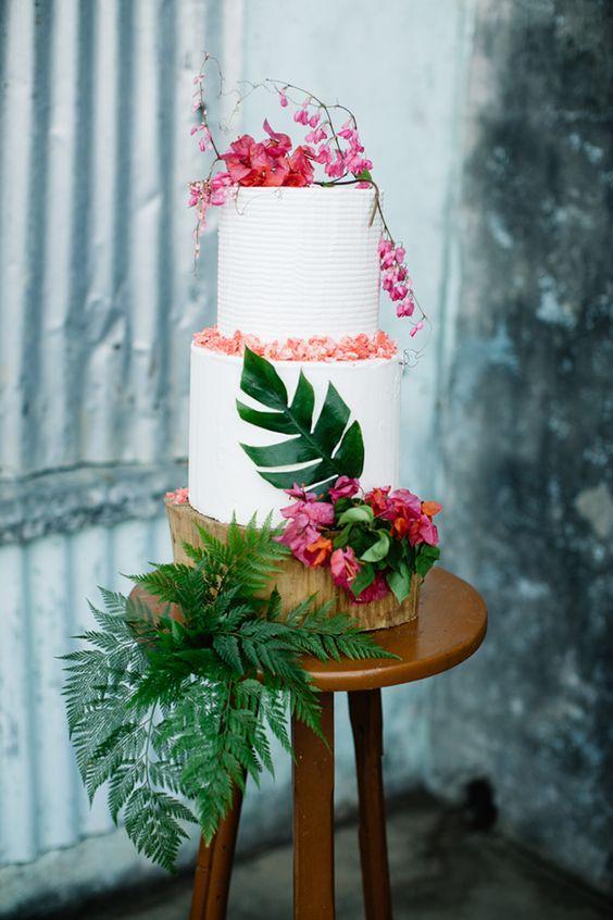 8 Stunning Wedding Cakes For Summer