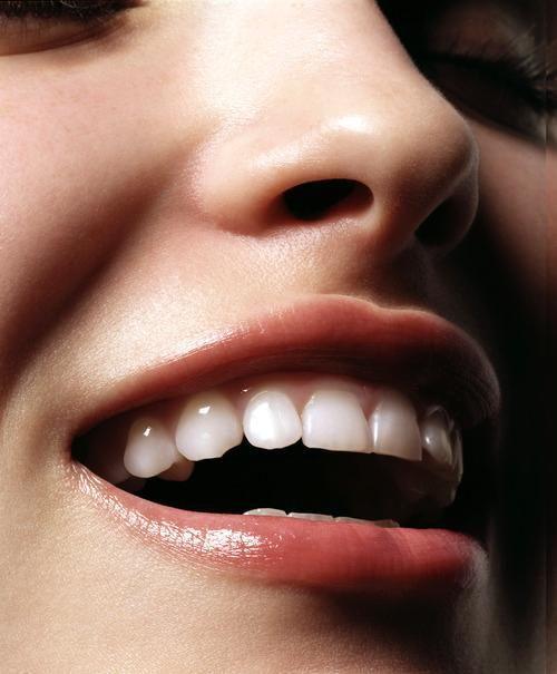 3 Simple DIY Teeth Whitening at Home
