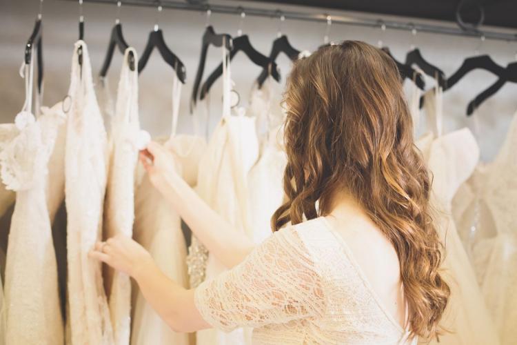 نصائح مهمة لتجنب ارتكاب الأخطاء عند شراء فستان فرح