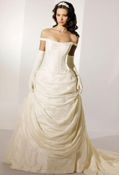 Your Wedding Dress. Opt for Classic or Trendy?