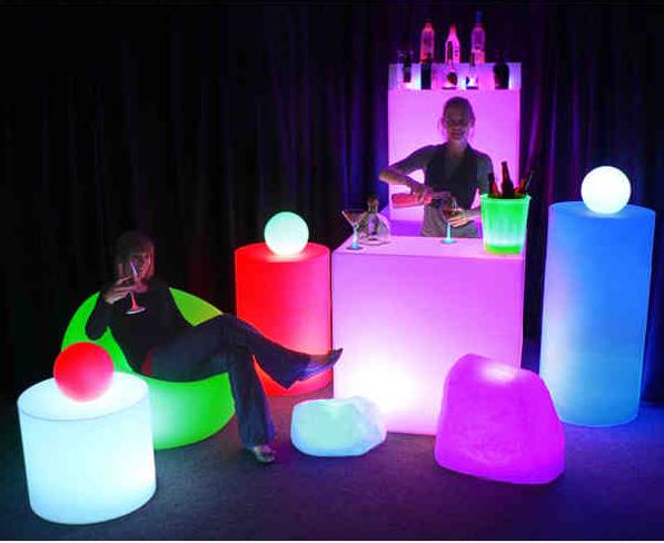Latest Wedding Décor Trend – Illuminated Furniture