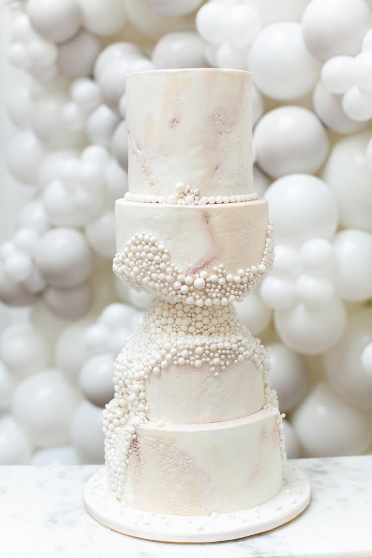 كيكات الزفاف المنحوتة
