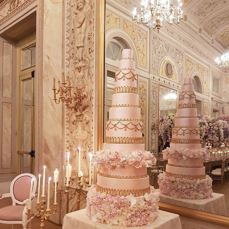 كيكات زفاف ضخمة