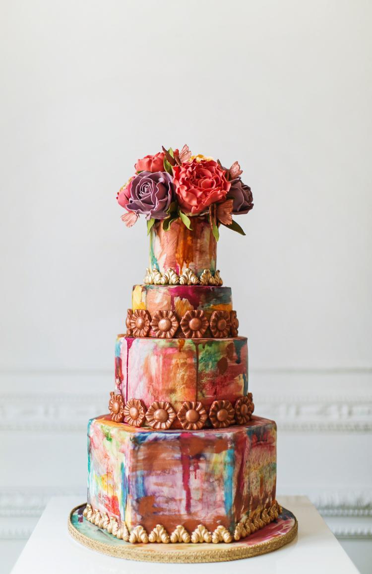 كيكة الزفاف الملونة بالألوان المائية