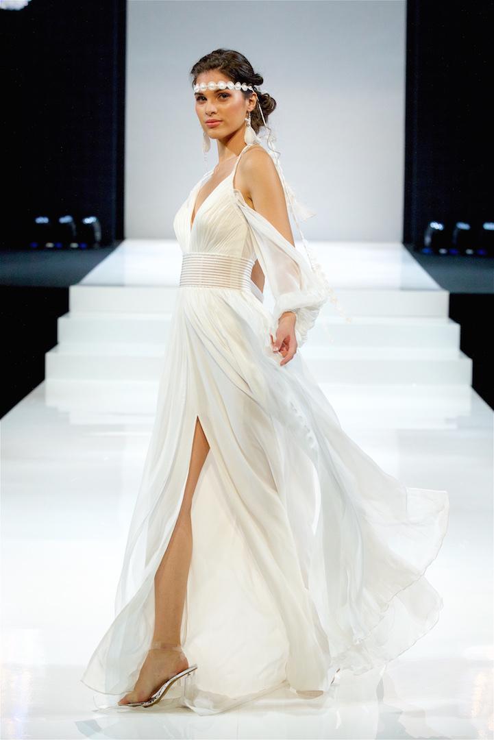 فساتين الزفاف ذات فتحة أمامية أو جانبية