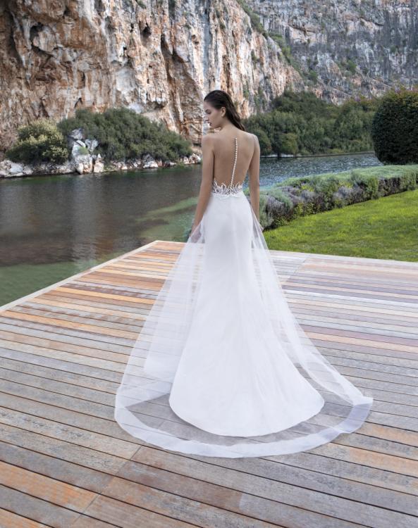 فساتين زفاف بقصّات الظهر الواسعة