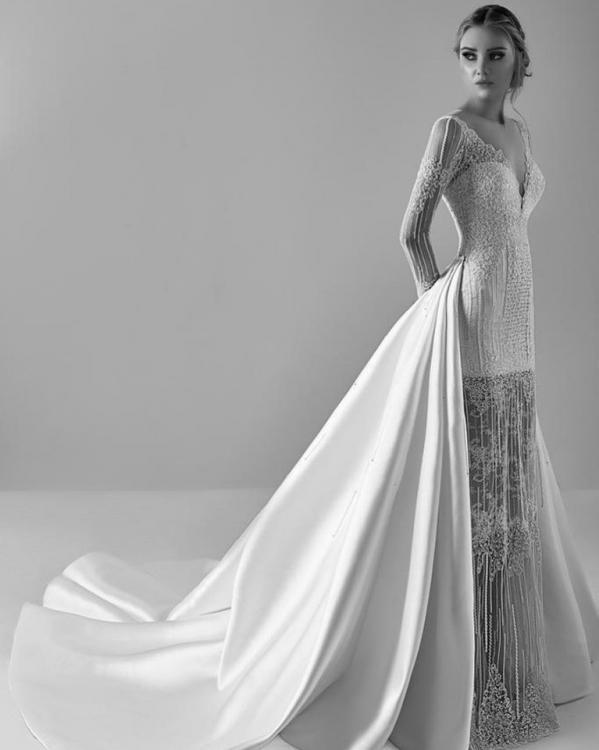 فستان زفاف قصير بطبقات إضافية شفافة
