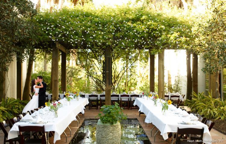 حفلات زفاف صغيرة الحجم