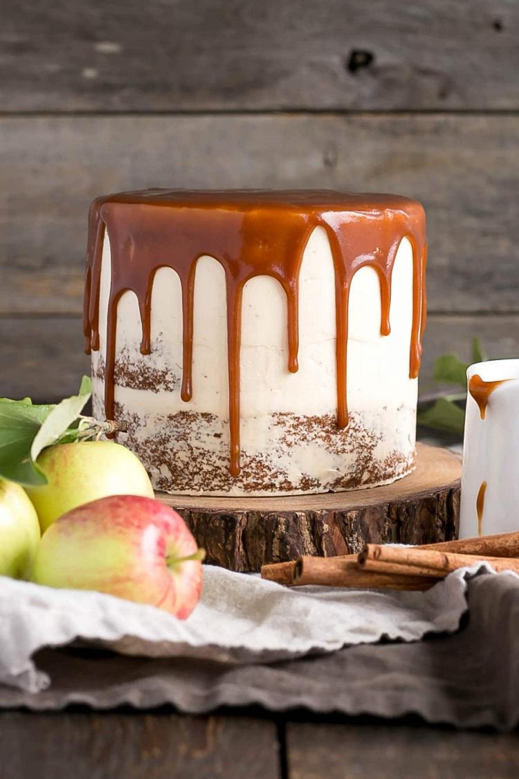 كيكة الكراميل وشراب التفاح