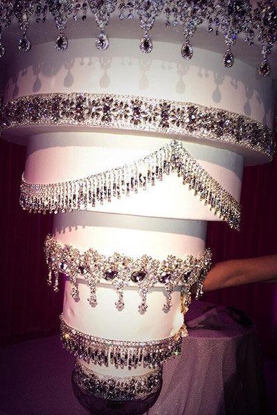 Kaley Cuoco and Ryan Sweeting's Wedding Cake