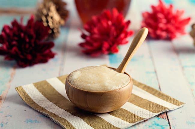 DIY Coconut and Honey Lip Scrub