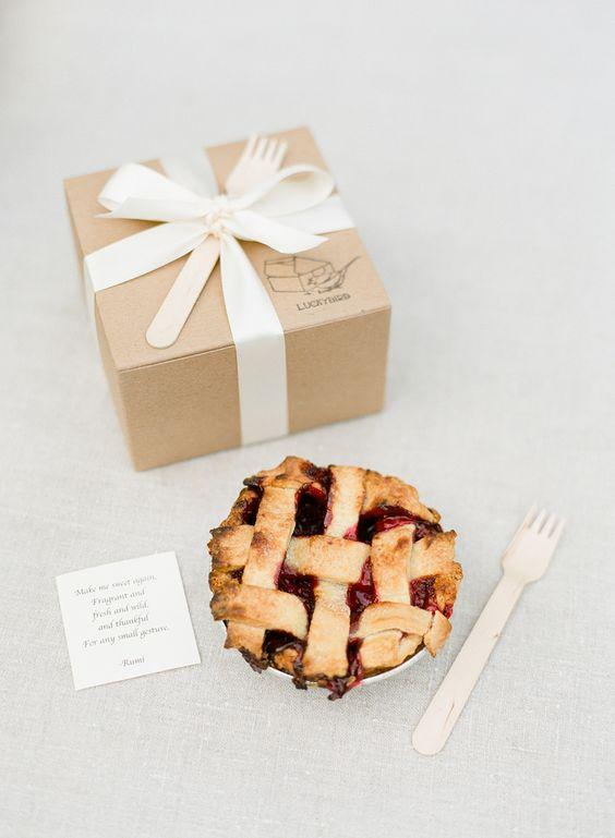 Pies Favors