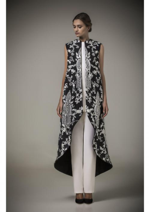 مصمم الأزياء السعودي محمد آشي