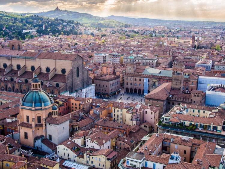بولونيا، إيطاليا