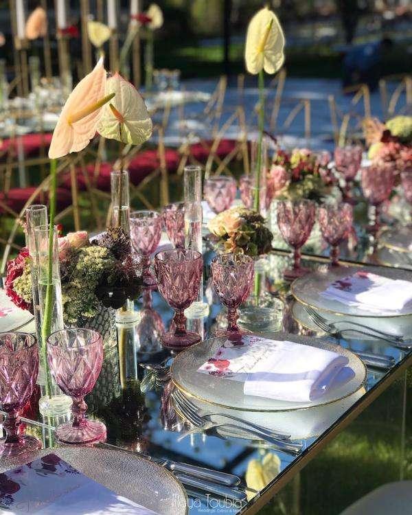 حفل زفاف بثيم حديقة البرغندي أقيم في لبنان.