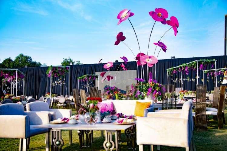 حفل زفاف بثيم الحديقة الوردية في الدوحة