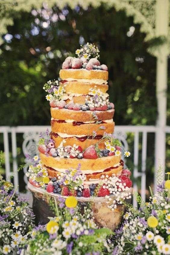 كيكة زفاف مستوحاة من الحديقة
