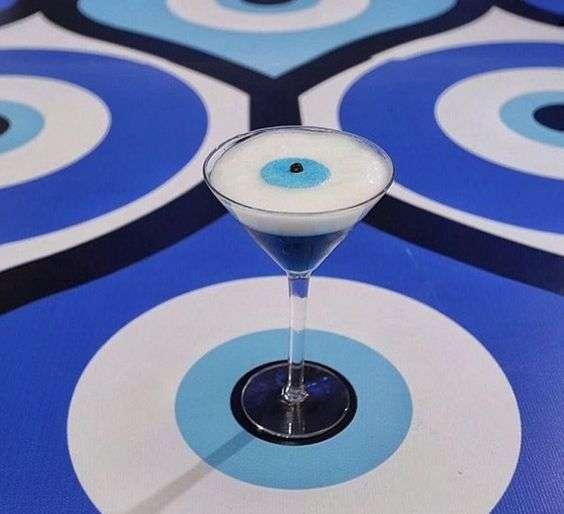 كوكتيلات بثيم الخرزة الزرقاء
