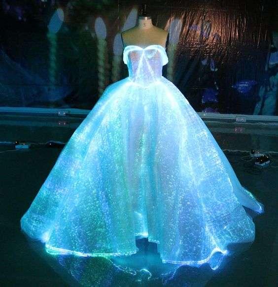 فستان الزفاف بإضاءة LED