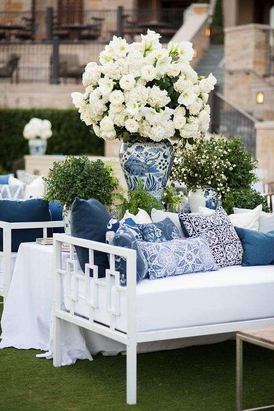 اللونان الأبيض والأزرق
