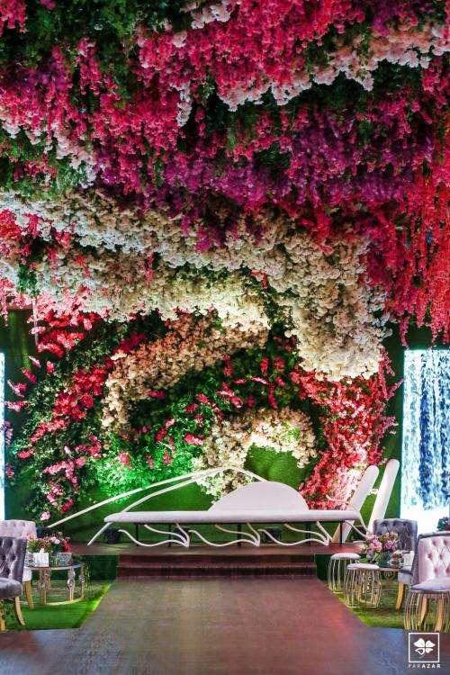 حفل خطوبة مزين بالأزهار الساحرة في الدوحة