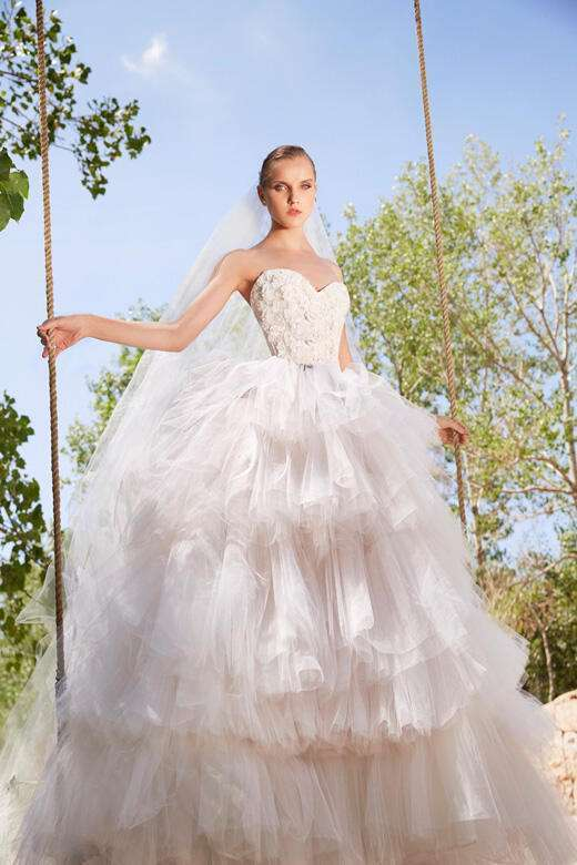 مجموعة فساتين زفاف إيلي صعب لخريف 2021
