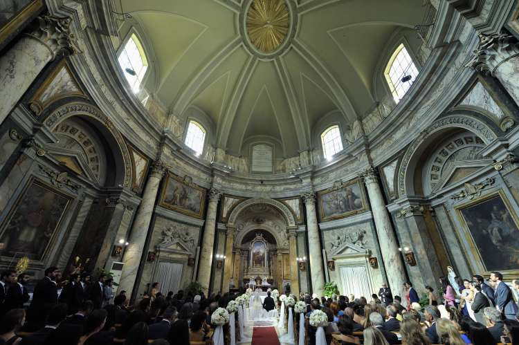 A Travel-Themed Wedding in the Vatican City 1