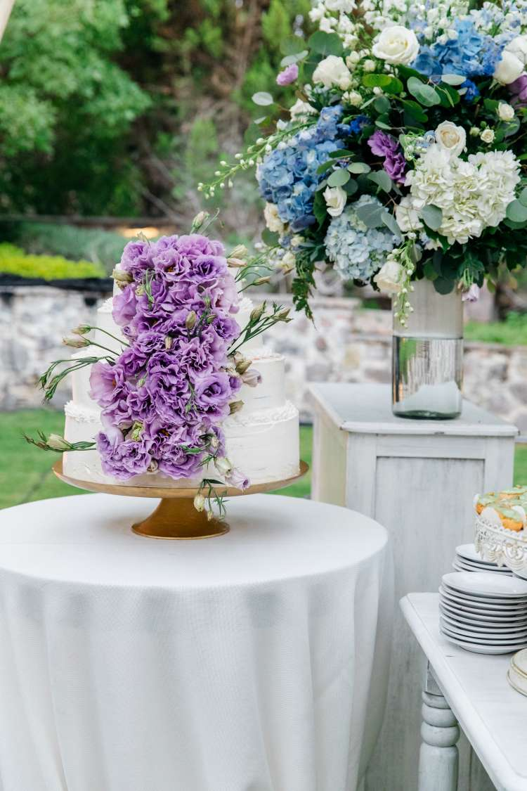 A Wedding Full Of Flowers and Tin Stars 3