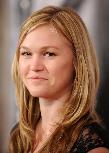 Julia Stiles Reveals Her Engagement Ring