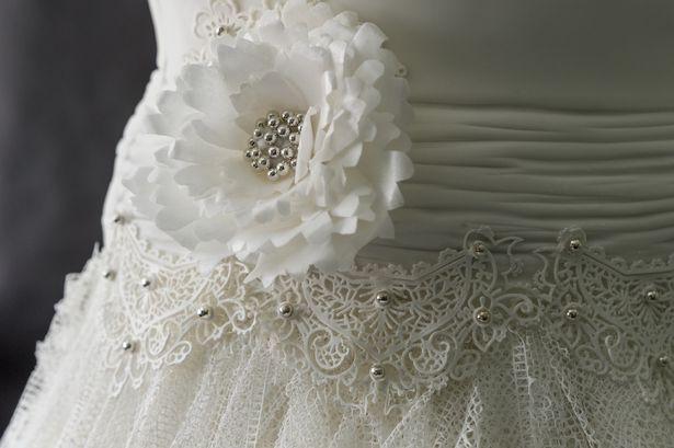 بالصور: فستان زفاف قابل للأكل