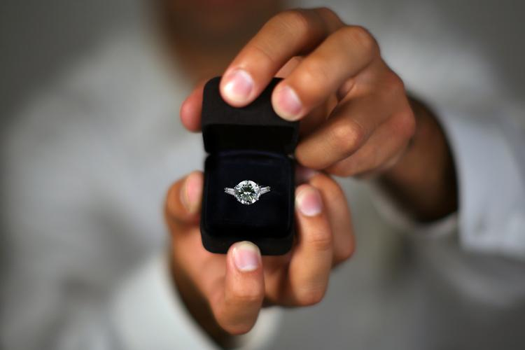 Indian Politician Gets 44 Thousand Marriage Proposals on WhatsApp