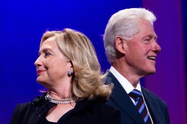 ما حقيقة طلاق هيلاري وبيل كلينتون؟