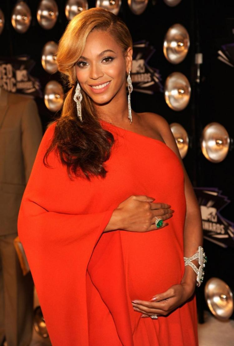 Beyonce's Pregnancy Announcement Takes Over The Internet