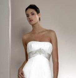 5 Tips for Wearing a Strapless Dress